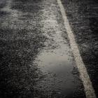 Plassen op het asfalt