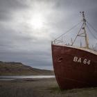 Gestrand schip bij Ijsland