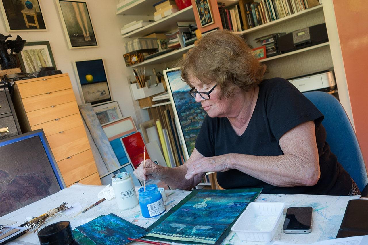 Ita Verwey in haar atelier