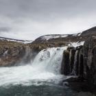 Verderop de Fjallfoss waterval
